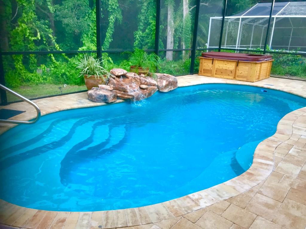 Leisure Pools Riviera Crystal Blue 2019 0720 m1